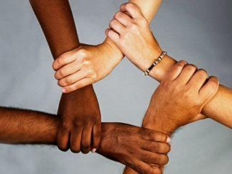 Американские этнические отношения