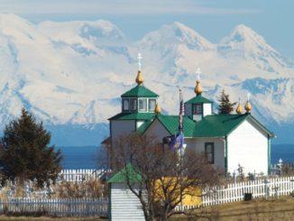 Семья у русских староверов на Аляске